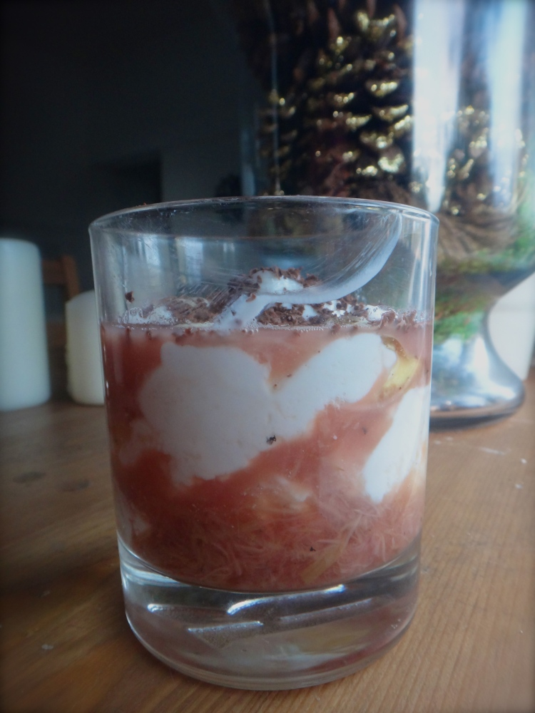 Smudgy Honey-Rhubarb and Greek Yogurt Parfait Cup